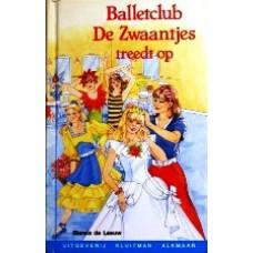 Balletclub De Zwaantjes treedt op